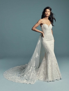 Maggie Sottero Gwendolyn & Train Ivory UK 14 was £2,110 now £1100